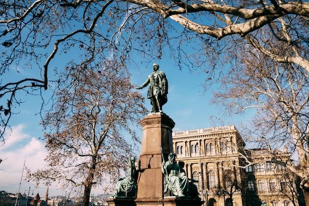 Monument voor ferenc deak in boedapest, hongarije