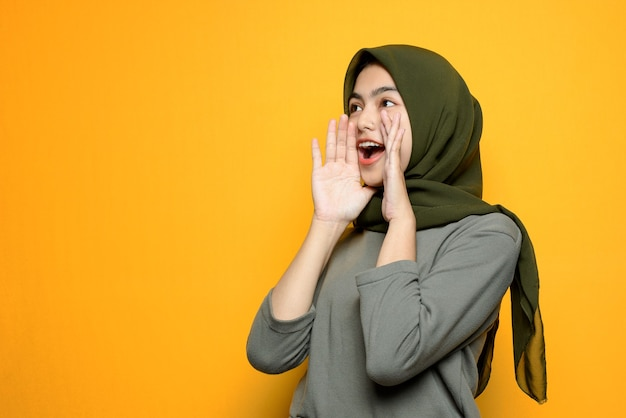 Mooi aziatisch vrouwen gillend teken