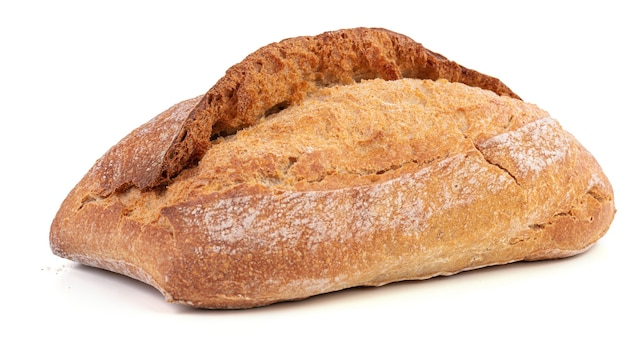 Mooi biologisch brood met een krokant korstje op een witte ondergrond