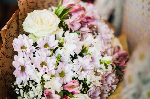 Mooi boeket bloemen met verschillende kleuren