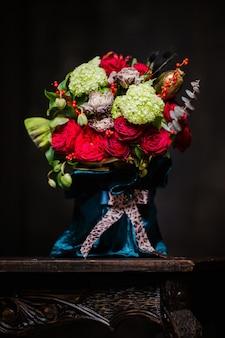 Mooi boeket van rode rozen