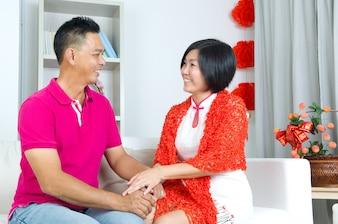 Mooi Chinees paar dat Chinees nieuw jaar viert
