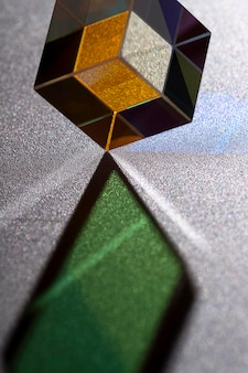 Mooi concept met prisma dat het licht verspreidt