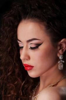 Mooi donkerbruin vrouwenportret