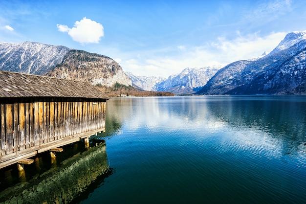 Mooi dorp hallstatt aan het meer van hallstatt in oostenrijk