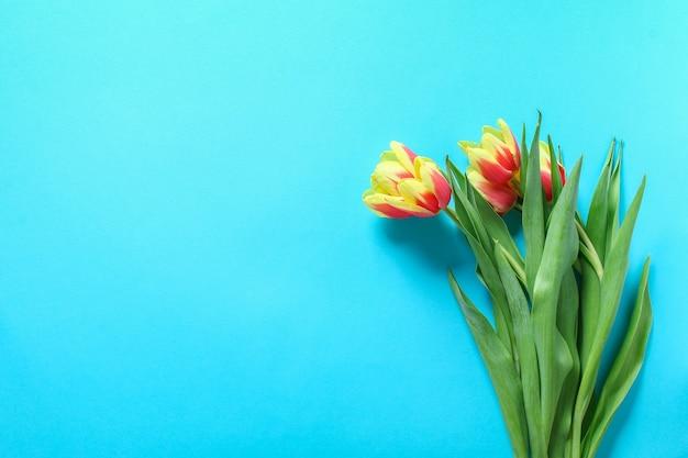 Mooi en kleurrijk boeket tulpen