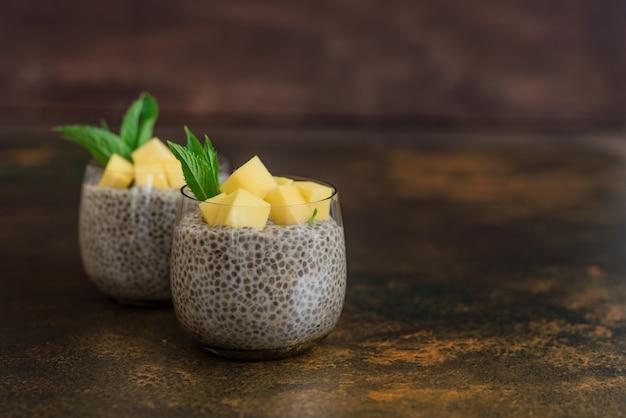 Mooi en smakelijk dessert met mango