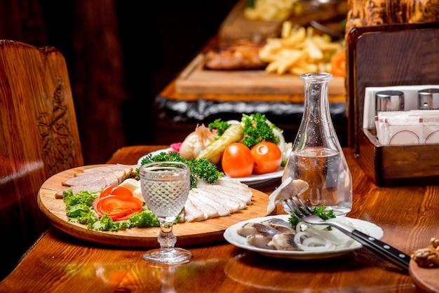 Mooi en smakelijk eten op een bord