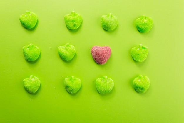 Mooi hart temidden van jelly apples