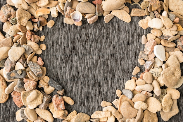 Mooi hartvormig frame van kleine stenen