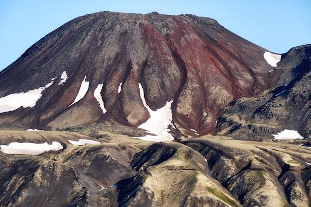 Mooi herfst vulkanisch landschap. russisch verre oosten, schiereiland kamtsjatka, eurazië