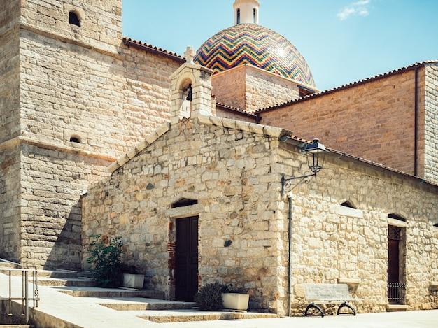 Mooi, historisch gebouw van de middeleeuwse kerk