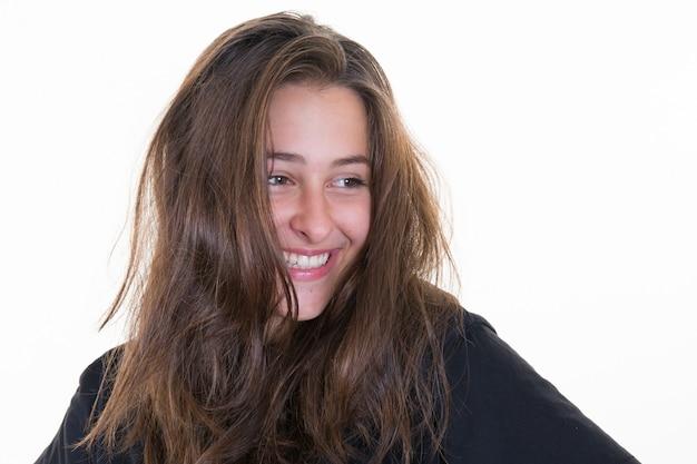Mooi jong vrouwenportret. studio opname, geïsoleerd op een witte achtergrond