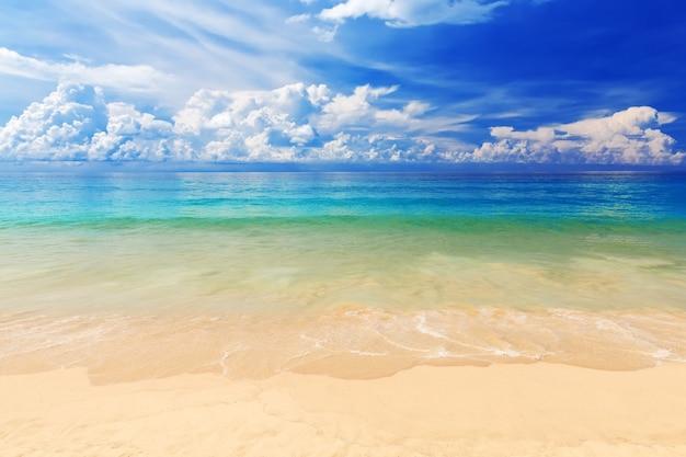Mooi karon-strand in phuket, thailand. azië