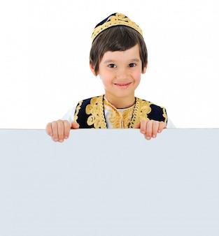 Mooi klein kind met banner voor uw tekstbericht