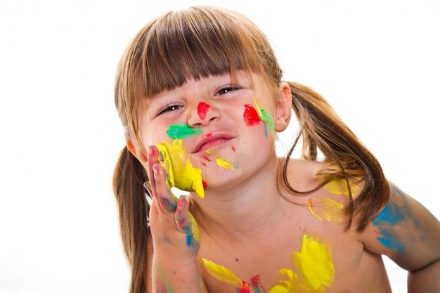 Mooi klein meisje met geschilderde gezicht