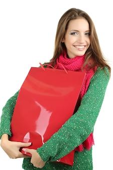 Mooi lachend meisje met cadeauzakje geïsoleerd op wit