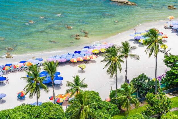 Mooi landschap en stadsgezicht in hua hin stad rond zee oceaan baai