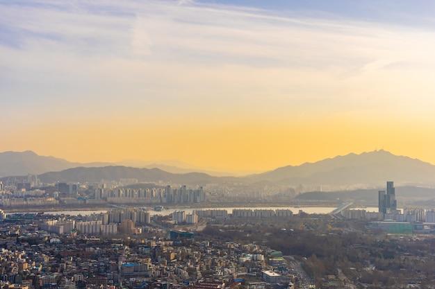 Mooi landschap en stadsgezicht van de stad seoul