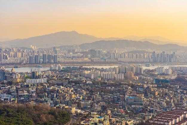 Mooi landschap en stadslandschap van de stad van seoel