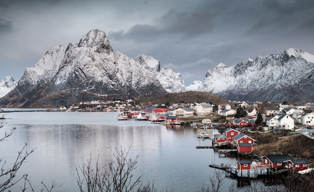 Mooi landschap in lofoten-eilanden in de winter, noorwegen