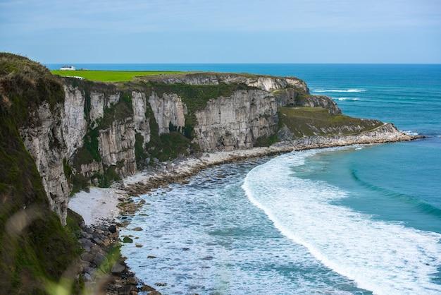 Mooi landschap in noord-ierland, verenigd koninkrijk.