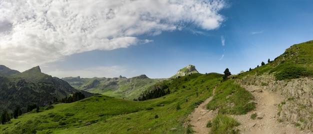 Mooi landschap van de bergen van de pyreneeën