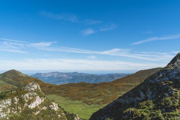Mooi landschap van de bergen van picos de europa in asturië.