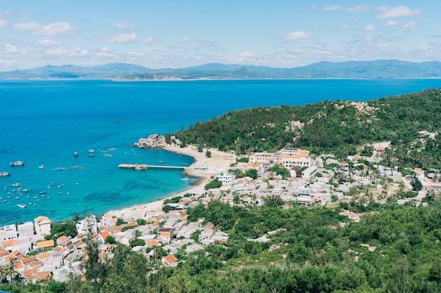 Mooi landschap van tropisch eiland