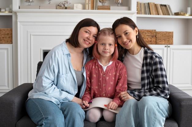 Mooi lesbisch koppel met hun dochter
