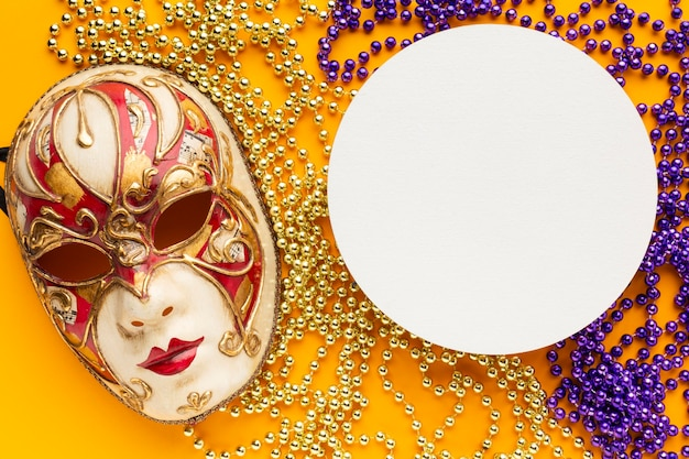 Mooi masker en cirkelvormig exemplaarruimtedocument