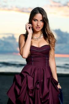 Mooi meisje in een jurk