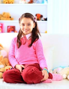 Mooi meisje in haar kamer