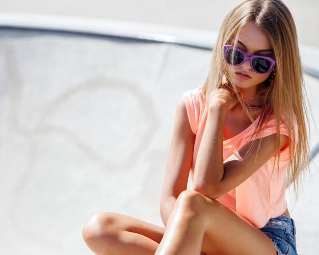 Mooi meisje in korte broek