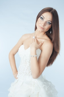 Mooi meisje in trouwjurk