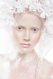 Mooi meisje met creatieve make-up