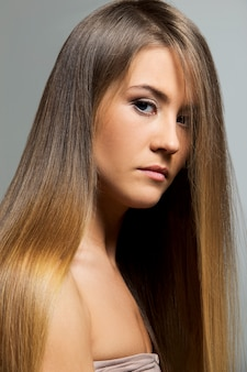 Mooi meisje met lang haar