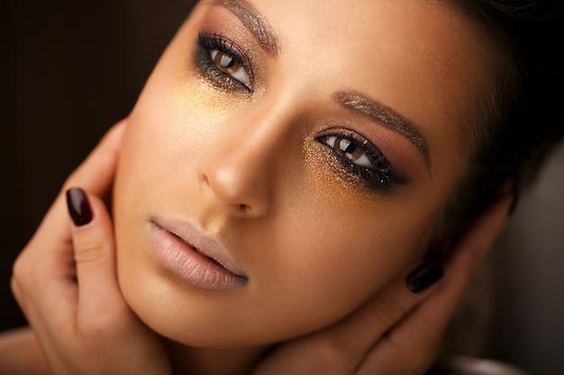 Mooi meisje met lichte make-up