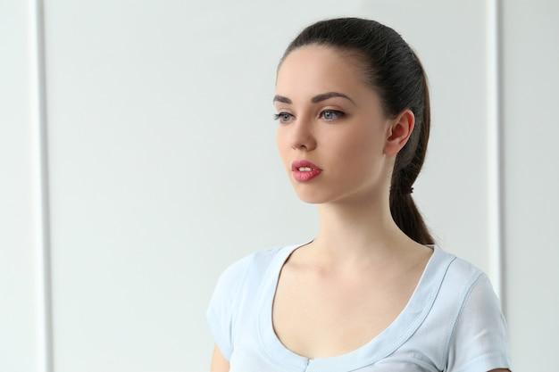 Mooi meisje met schattig gezicht