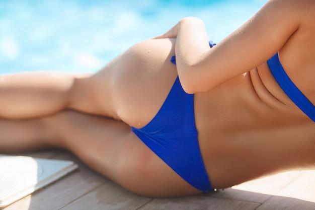 Mooi meisje op het strand