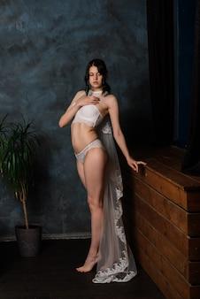 Mooi meisje sexy brunette in ondergoed