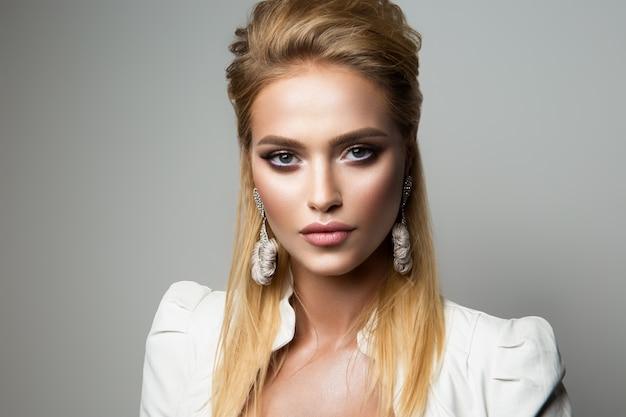 Mooi model met lichte make-up. eyeliner.
