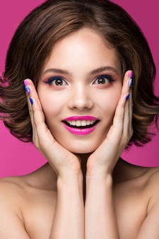 Mooi modelmeisje met lichte make-up