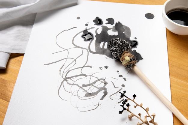 Mooi modern kunstconcept met alternatieve verfborstels
