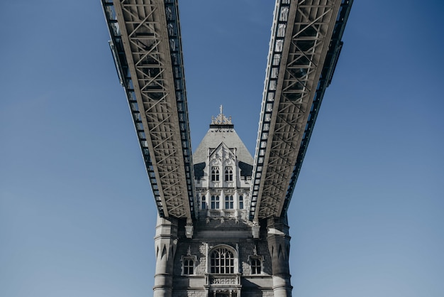 Mooi schot van de london bridge van onderen