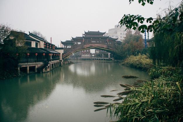 Mooi schot van song dynasty town, xihu, china