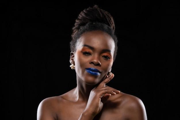 Mooi schot van vrouwen afrikaans gezicht.