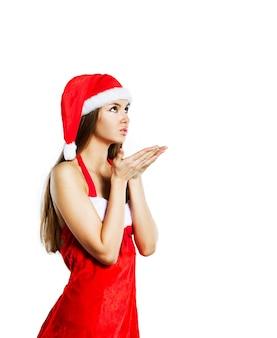 Mooi sexy meisje in een kerst pak, geïsoleerd op een witte achtergrond.