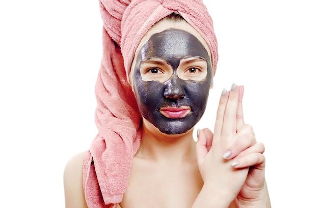 Mooi sexy meisje met zwart gezichtsmasker op de witte achtergrond