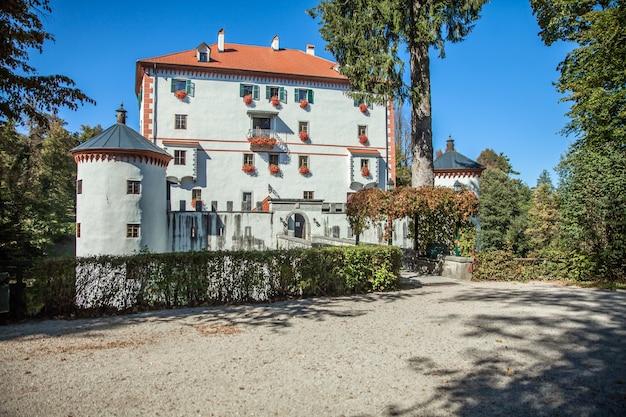 Mooi sneznik-kasteel in sneznik, slovenië